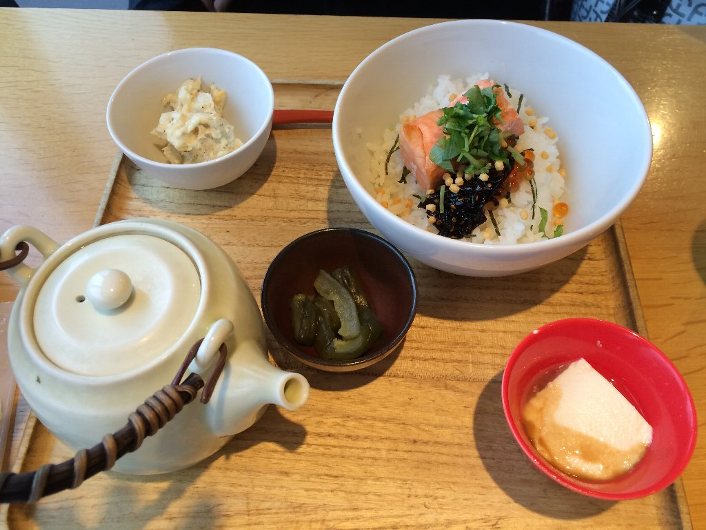 成田空港で朝ごはんのお茶漬け