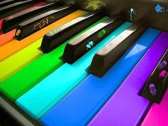 楽しみな気持ちの代わりの7色鍵盤♪